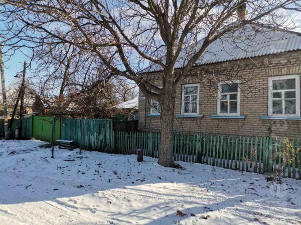 Продаётся дом в г. Лисичанске. Большой уютные двор. в доме проведена