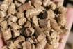 Пелеты оптом из соломы и шелухи подсолнечника. Гранулы из лузги и сол фото № 1