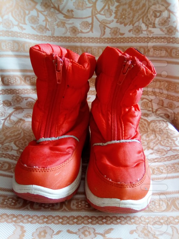Продам наши дутики,мало б/у,в носке были одну зиму. Верх  - плащевка,