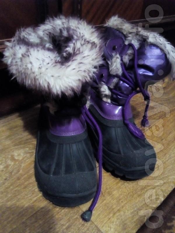 Теплые сапоги насыщенного фиолетового цвета,не промокают. Отлично под