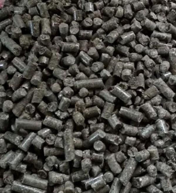 Оптові поставки гранул, пеллет (пелет) з лушпиння, брикетів з дерева.