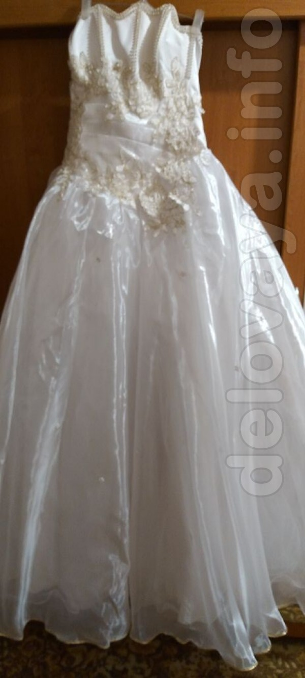 Продам свадебное платье недорого в отличном состоянии.В набор идут пе