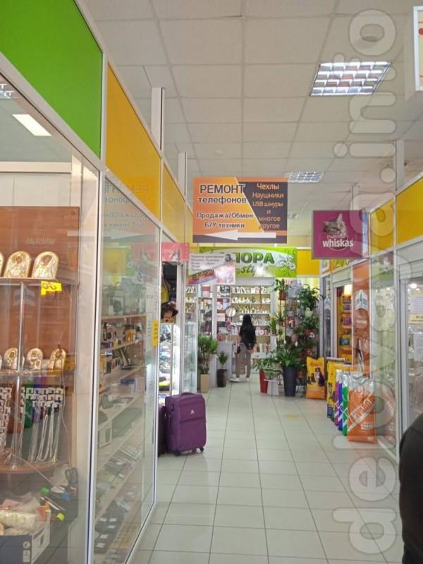В продаже защитные стекла,чехлы,блоки питания и кабеля для смартфонов