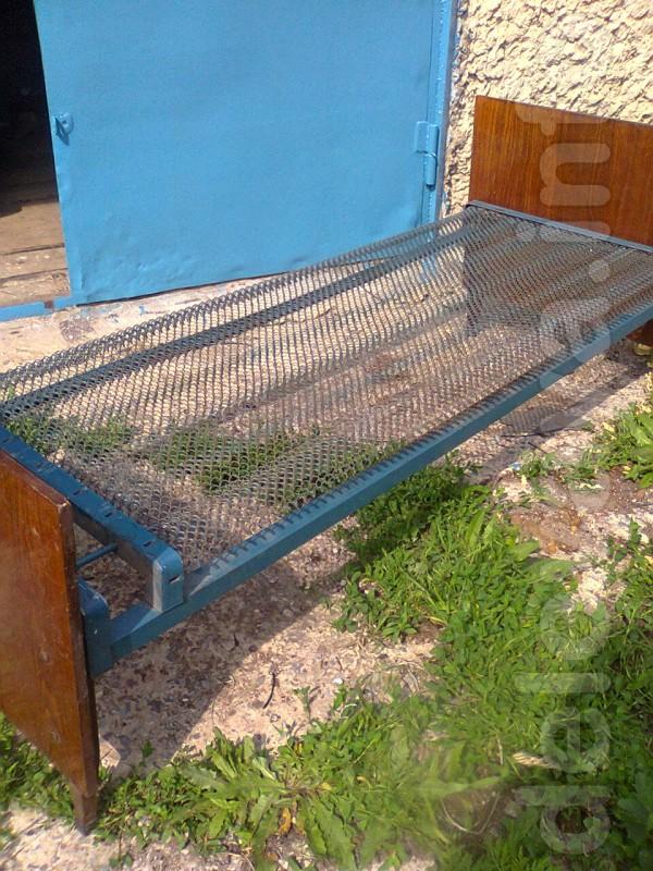 Продам односпальную кровать на панцирной сетке б/у- 200 гривен