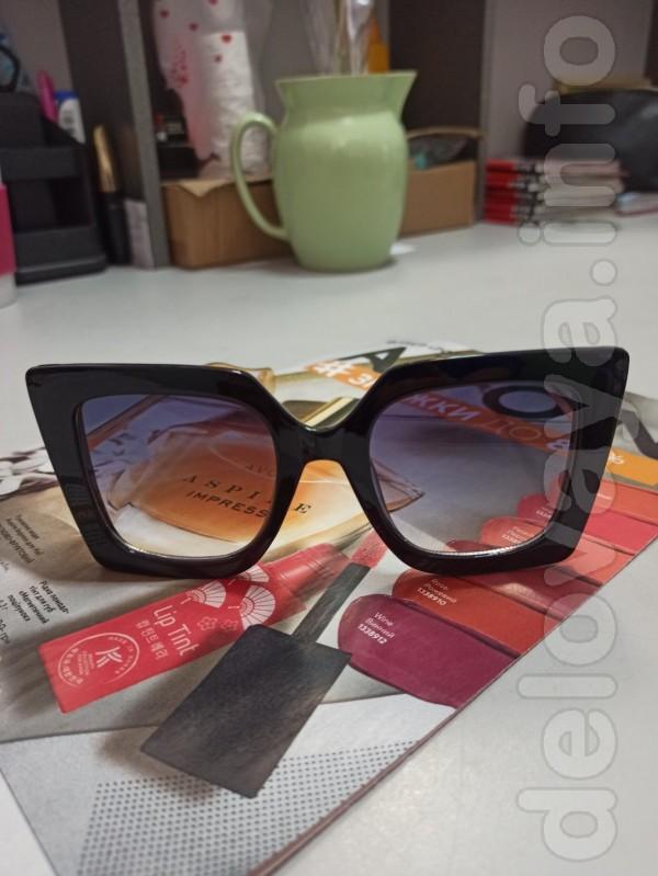 Продам солнцезащитные очки, абсолютно новые ! У меня маленькое лицо и