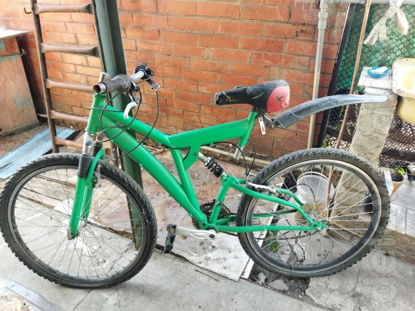 Продам велосипед б/у... цена 1500 грн... торг... т.0508469357