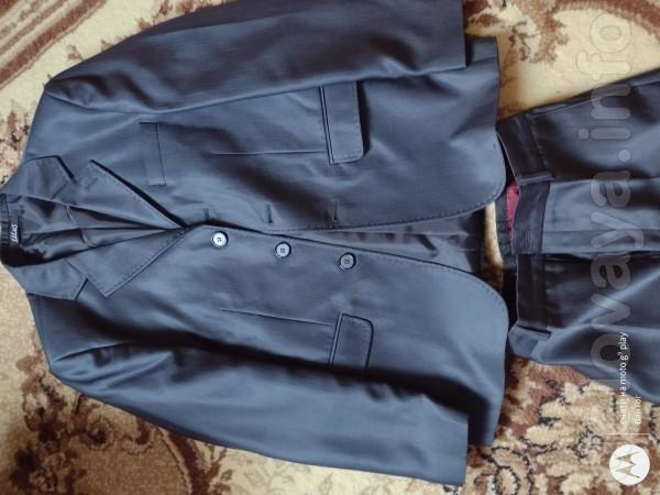 Продам костюм-тройку на мальчика 11-12лет.Состояние практически новое