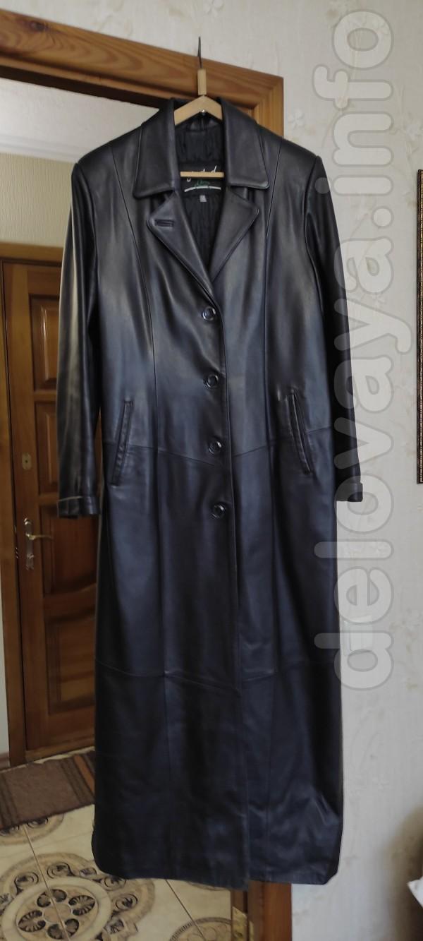 Продам женский кожаный плащ длинный, прямого силуэта, б/у, на стегано