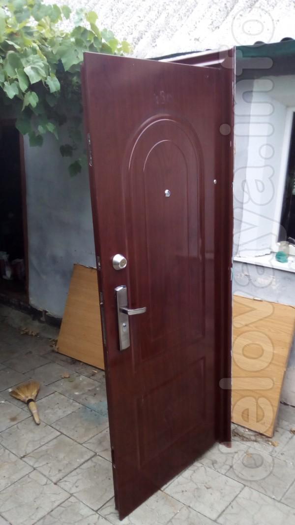 Продам входную металлическую дверь в хорошем состоянии. Замки, ключи