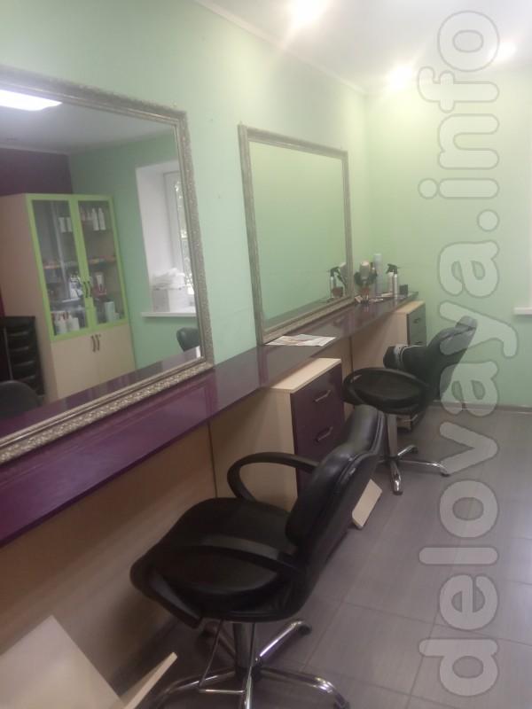 В салон красоты требуется  парикмахер- универсал, мастер маникюра. Оф