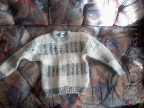 Продам новый свитер на мальчика возрастом от 3-х до 5-ти лет. Цена 30