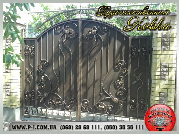 Мы предлагаем широкий ассортимент ворот: кованные, решетчатые с элеме