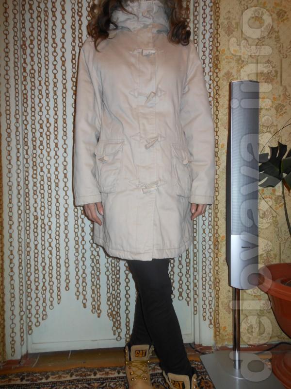 Куртка -Парка молочного цвета, с капюшоном, в хорошем состояние,на си