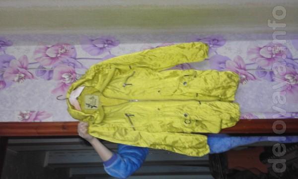 Продам плащ на девочку. 44-46 размер!тонкая ткань как шёлк-на подклад
