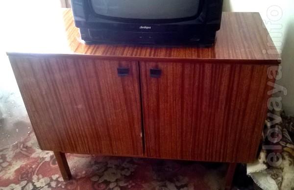 Продам тумбочку под телевизор в хорошем состоянии. Лисичанск центр.Са