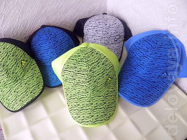 Бейсболка пошита из комбинированной ткани- 'эластик микрофибра' и с п