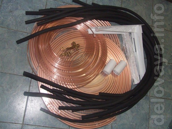 Медная труба, теплоизоляция, дренажный шланг, кронштейны, фреон R-410
